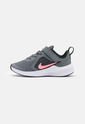 DOWNSHIFTER 10 UNISEX - Neutral running shoes - smoke grey/sunset pulse/black/white