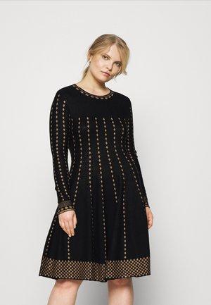 QUADRUPLE - Pletené šaty - noir