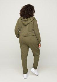 Zizzi - Tracksuit bottoms - green - 1