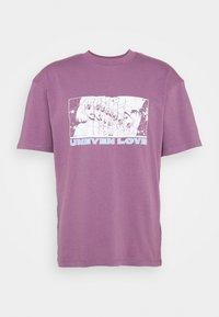 Edwin - UNEVEN LOVE UNISEX - Print T-shirt - chinese violet - 5