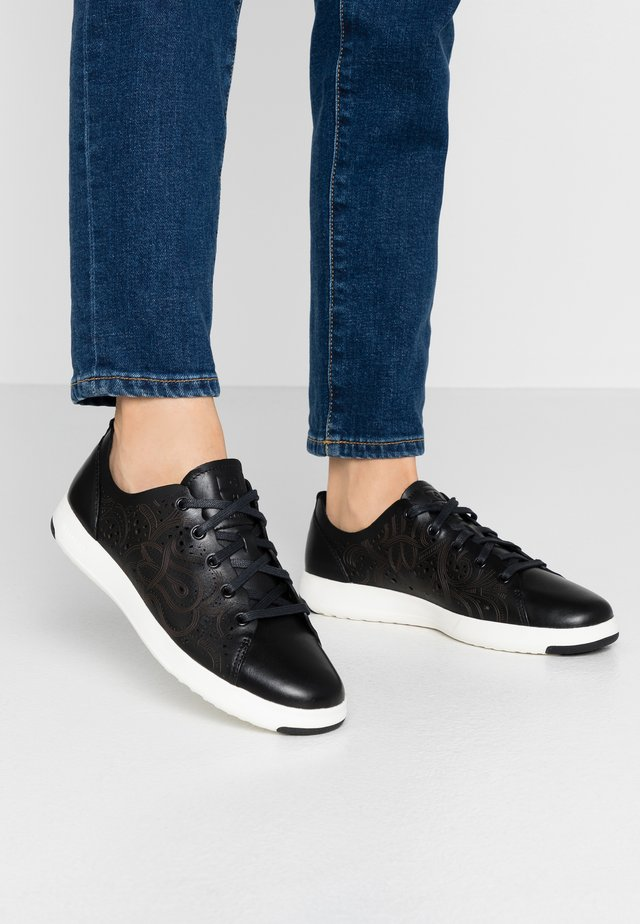 GRANDPRO TENNIS LASER CUT - Sneakers - black/optic white