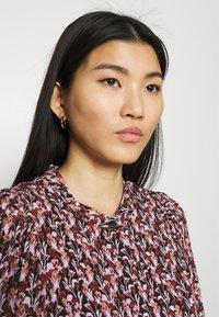 Moss Copenhagen - KAROLA RAYE DRESS - Shirt dress - black/lavender - 3