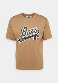 BOSS - BOSS X RUSSELL ATHLETIC - T-Shirt print - medium beige - 4