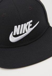 Nike Sportswear - PRO FUTURA 4 SNAPBACK - Lippalakki - black/white - 2