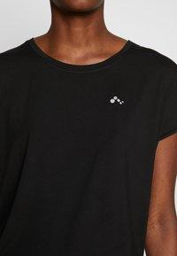 ONLY PLAY Tall - ONPAUBREE LOOSE TRAINING TEE  - Camiseta estampada - black - 3