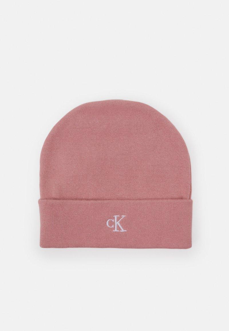 Calvin Klein Jeans - MONOGRAM BEANIE UNISEX - Beanie - pink