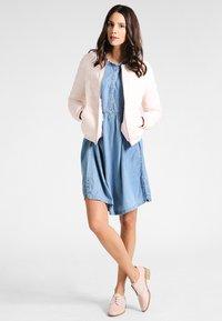 Cream - LUSSA DRESS - Denimové šaty - light blue denim - 1