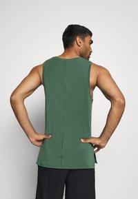 Nike Performance - TANK  - Camiseta de deporte - galactic jade - 2