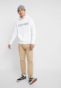 Calvin Klein - LOGO HOODIE - Sweatshirt - white - 1