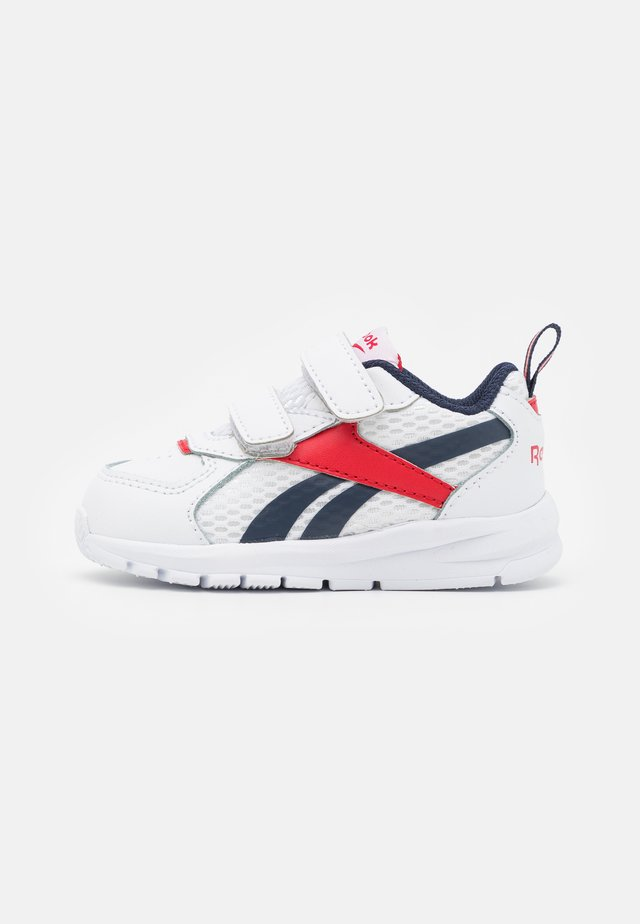 XT SPRINTER UNISEX - Obuwie do biegania treningowe - white/vector navy/vector red