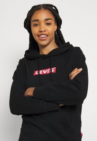 Levi's® - GRAPHIC STANDARD HOODIE - Mikina skapucí - boxtab red/mineral black - 3