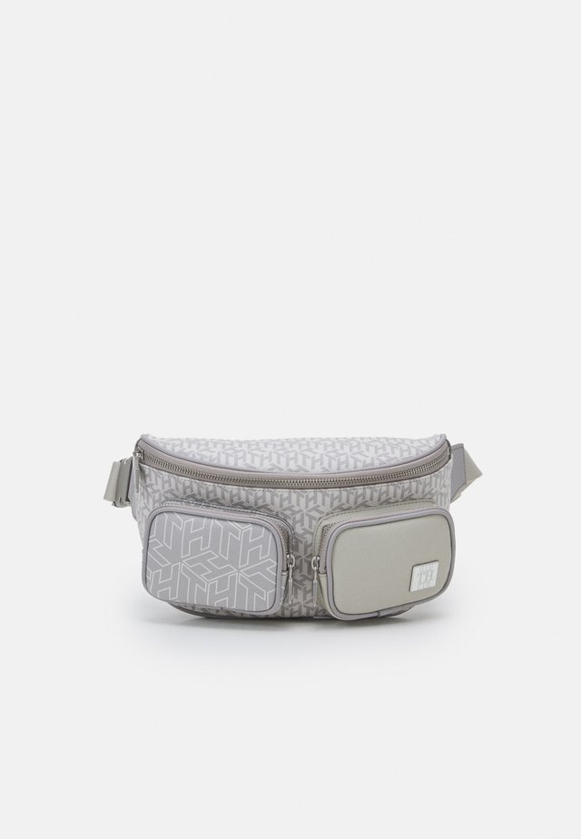 ELEVATED MONOGRAM - Ledvinka - light grey/offwhite