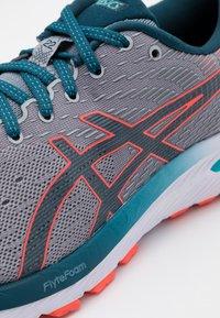ASICS - GEL CUMULUS 22 - Neutral running shoes - piedmont grey/magnetic blue - 5
