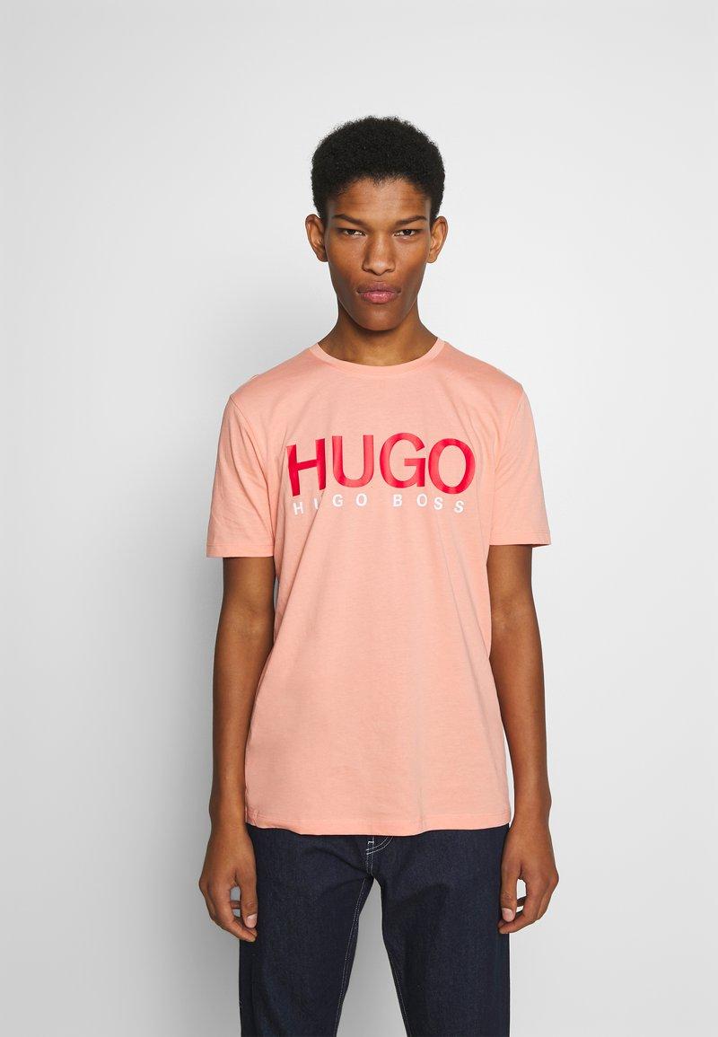 HUGO - DOLIVE - Triko spotiskem - light/pastel orange