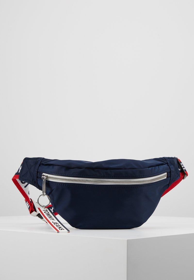 Tommy Jeans - LOGO TAPE BUMBAG  - Bæltetasker - blue
