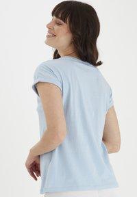 Fransa - MIT FLORALEM PRINT - Print T-shirt - cashmere blue - 2