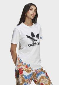 adidas Originals - T-SHIRT - Print T-shirt - white - 2