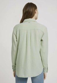 TOM TAILOR DENIM - Button-down blouse - light dusty green - 2