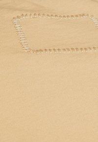 Tigha - MALIK - Basic T-shirt - desert sand - 6