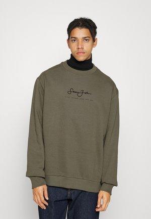 CLASSIC LOGO ESSENTIAL CREW - Sweater - olive