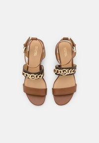 MICHAEL Michael Kors - ROXANE FLEX MID - Sandals - luggage - 4