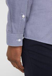 HUGO - ERRIKO EXTRA SLIM FIT - Formal shirt - navy - 4