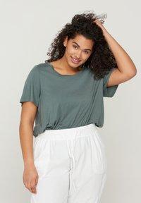 Zizzi - Basic T-shirt - green - 0