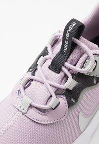 Nike Sportswear - RENEW ELEMENT 55 - Mocasines - iced lilac/metallic silver/off noir/light smoke grey - 2