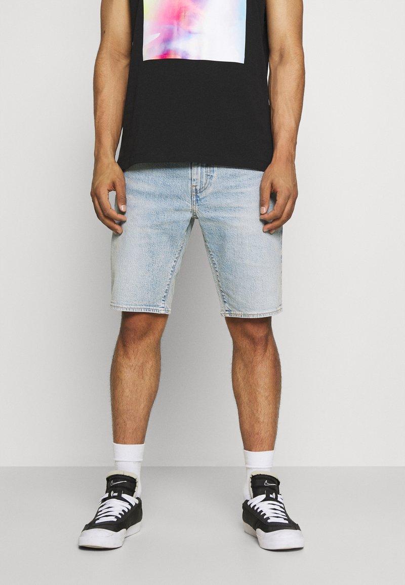 Levi's® - 405 STANDARD  - Shorts di jeans - punch line philosophers cloud