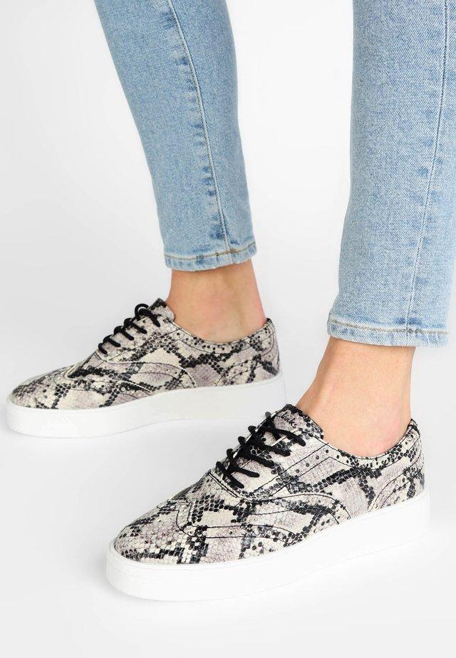 HERO BROGUE - Sneakers laag - grey