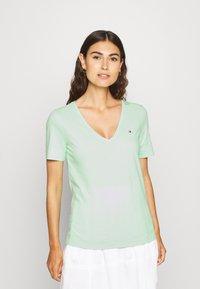 Tommy Hilfiger - CLASSIC  - Basic T-shirt - neo mint - 0