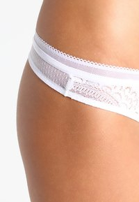 Triumph - BEAUTY-FULL DARLING - Tanga - white - 3
