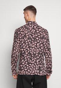 AllSaints - HEARTBREAK - Camicia - black/granite pink - 2