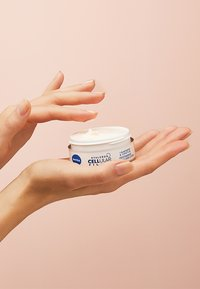 Nivea - HYALURON CELLULAR FILLER ELASTICITY RESHAPE DAY AND NIGHT CREAM  - Skincare set - - - 3