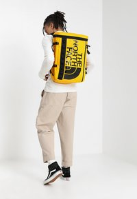 The North Face - BASE CAMP FUSEBOX - Plecak - yellow - 1