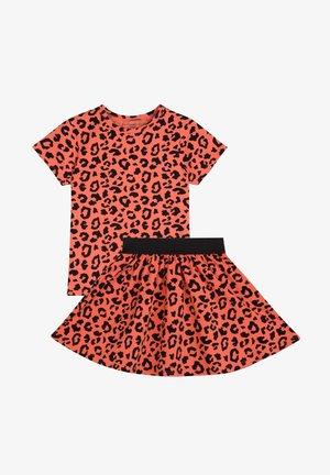 SET - T-shirt print - savanna red