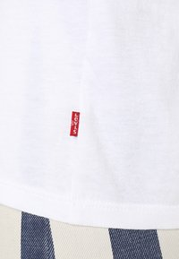 Levi's® - THE PERFECT TEE - T-shirt med print - white/red - 3