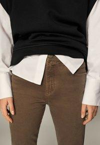 Massimo Dutti - Slim fit jeans - brown - 2