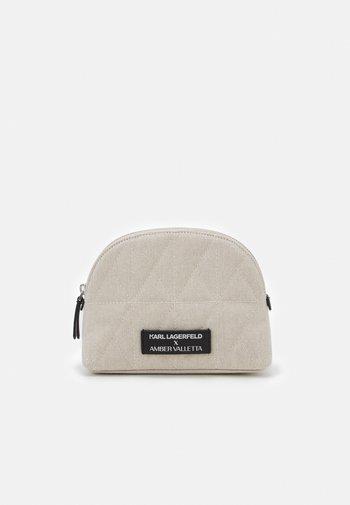 AMBER VALLETTA ROUNDED WASHBAG - Wash bag - off-white