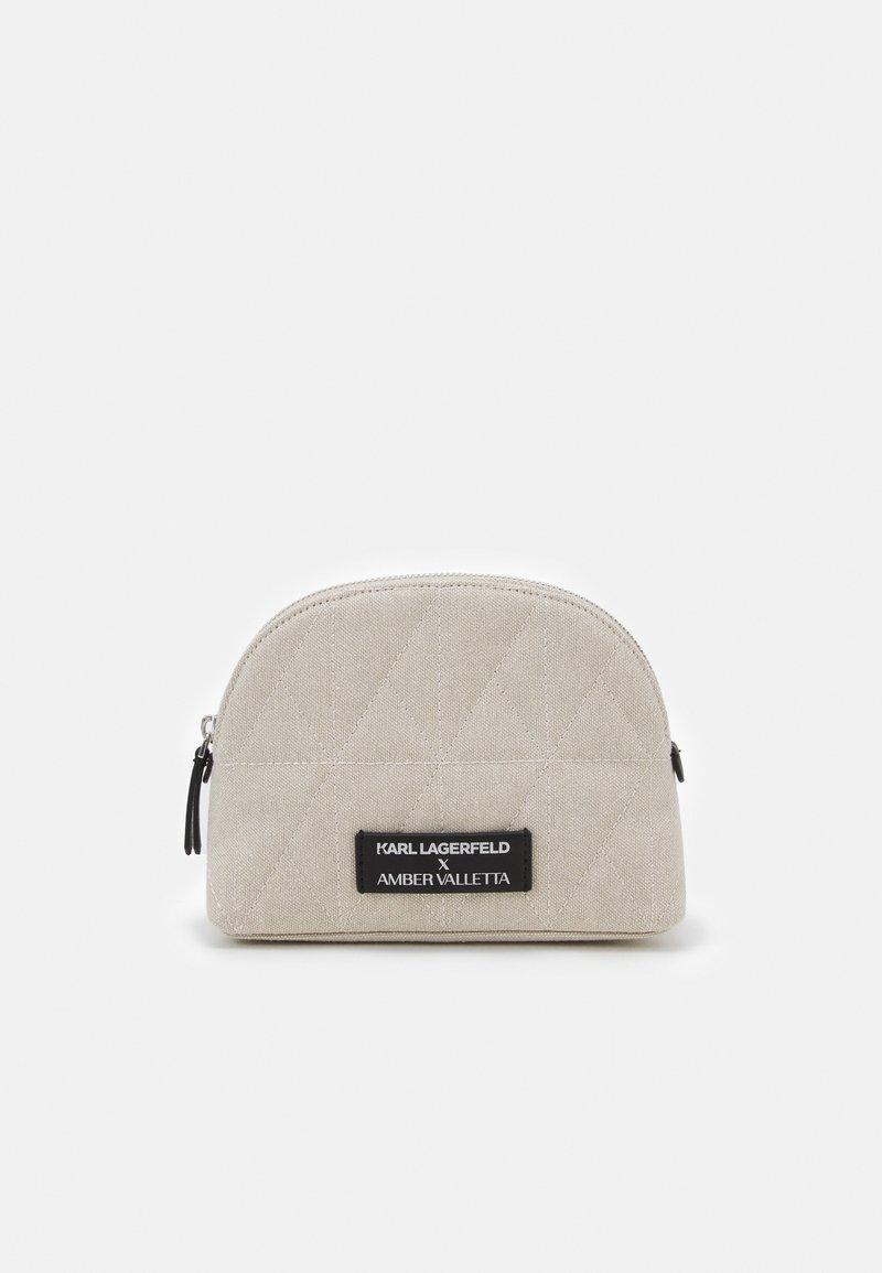 KARL LAGERFELD - AMBER VALLETTA ROUNDED WASHBAG - Kosmetická taška - off-white
