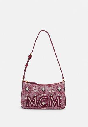 SHOULDER BAG IN VINTAGE JAQUARD MONOGRAM - Handbag - red