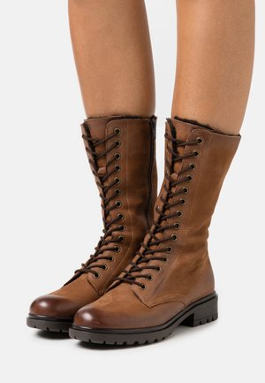 LEATHER - Botas con plataforma - cognac