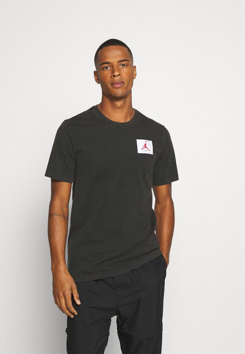 Jordan - FLIGHT ESSENTIALS CREW - Print T-shirt - black