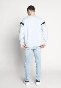 Bellfield - CUT AND SEW CREW NECK - Sweatshirt - pale blue - 2