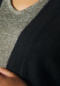 Vero Moda Curve - VMLEFILE BALLOON OPEN CARDIGAN - Cardigan - black - 4