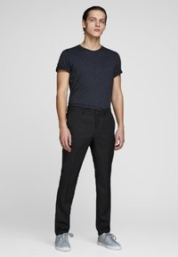 Jack & Jones PREMIUM - JPRSOLARIS  - Pantalon de costume - black - 1