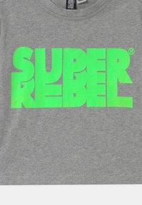 SuperRebel - SHORT - Print T-shirt - grey - 2
