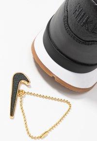 Nike Sportswear - INTERNATIONALIST PRM - Trainers - off noir/white/medium brown - 7