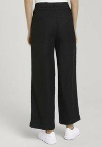 TOM TAILOR - MIT WEITEM BEIN - Trousers - deep black - 2