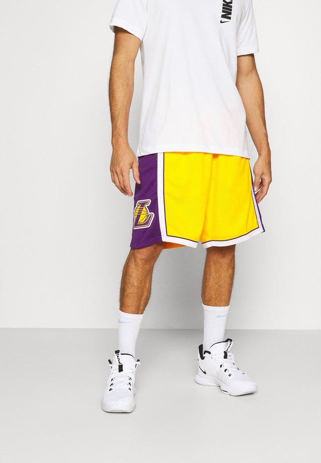 NBA LOS ANGELES LAKERSSWINGMAN - Korte sportsbukser - light gold/purple